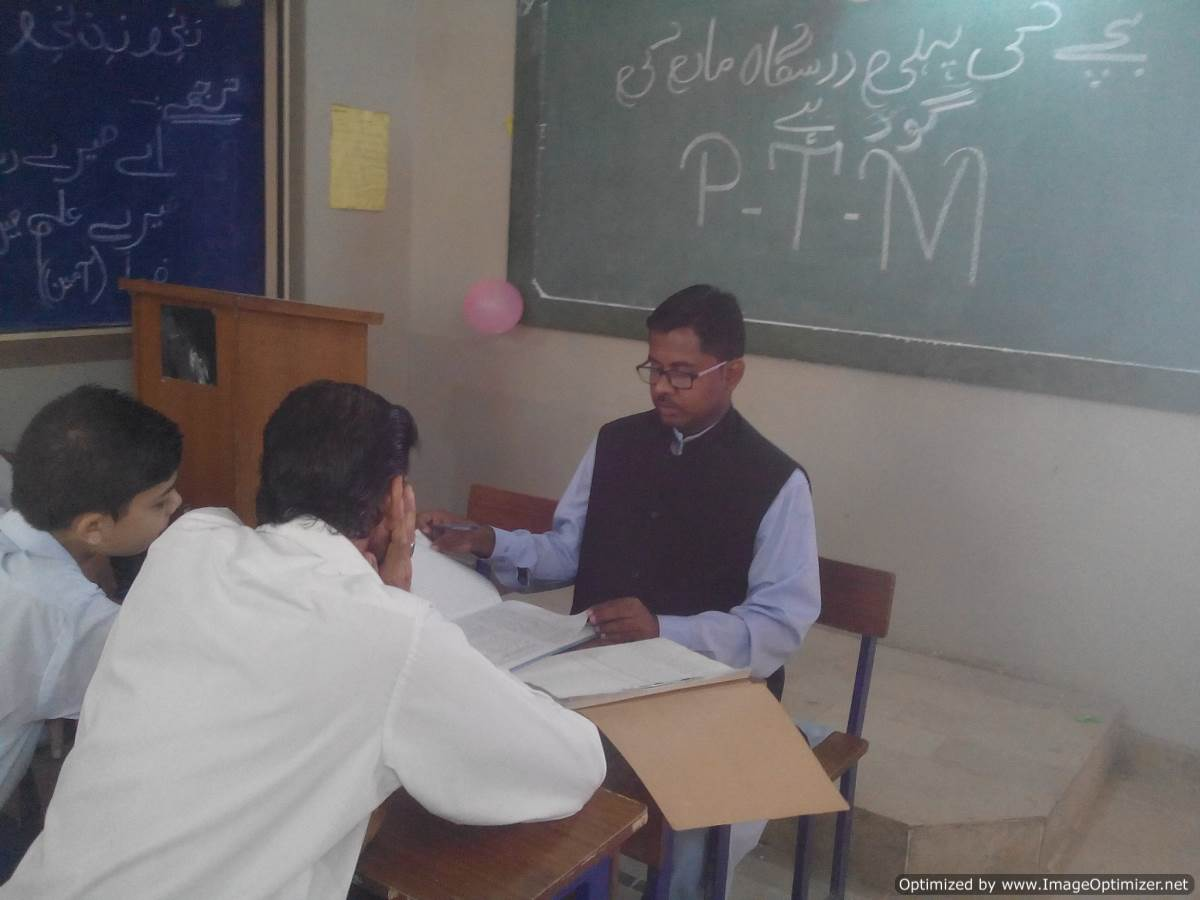 secondary education and boys Secondary education a secondary school teacher at a public school must be licensed with a bachelor's degree and by completing an approved teacher education program.